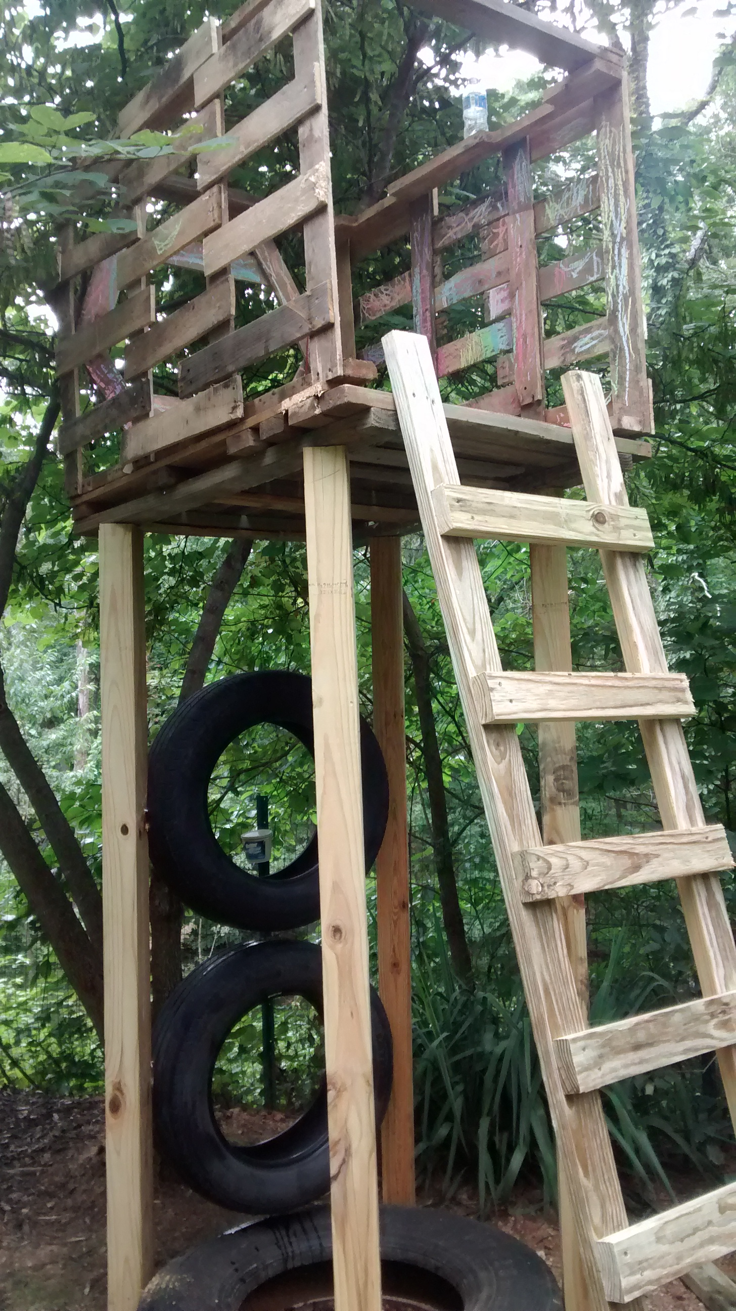 build stuff with tires and pallets | Belle of Dirt